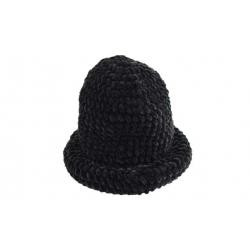 Klobúk čierny pletený